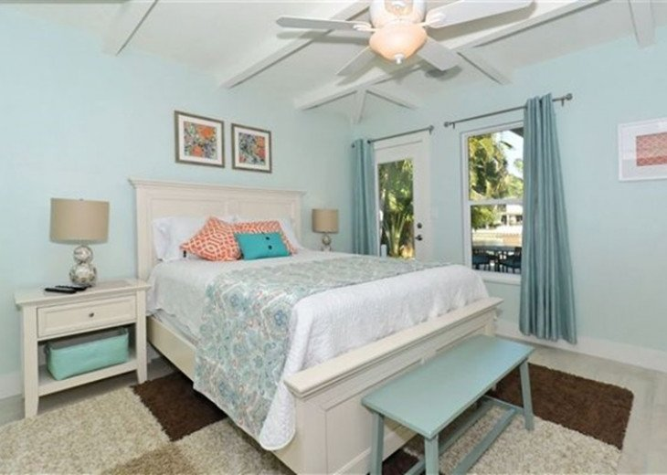 St. Armand's Canal-front Pool Home ~ freshly remodeled and steps to the beach! #11