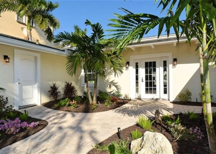 St. Armand's Canal-front Pool Home ~ freshly remodeled and steps to the beach! #18