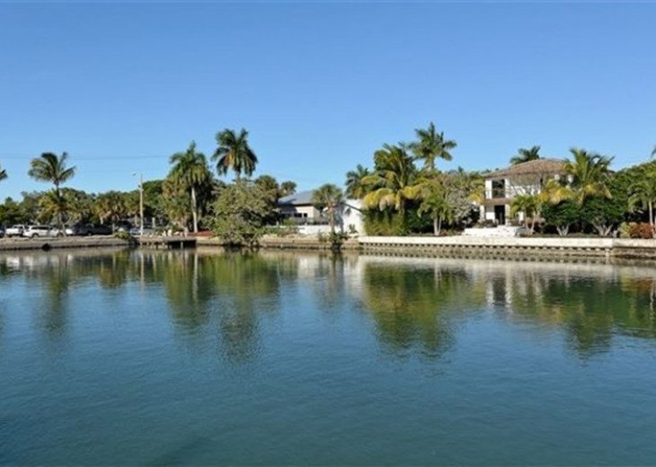 St. Armand's Canal-front Pool Home ~ freshly remodeled and steps to the beach! #10