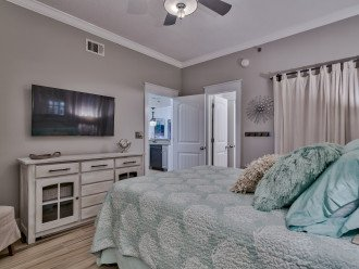 Master bedroom with en suite bath and sitting area