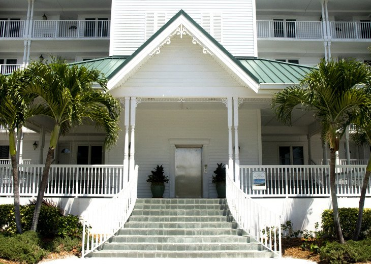 Beachfront Condo with large terrace overlooking ocean and pool #2