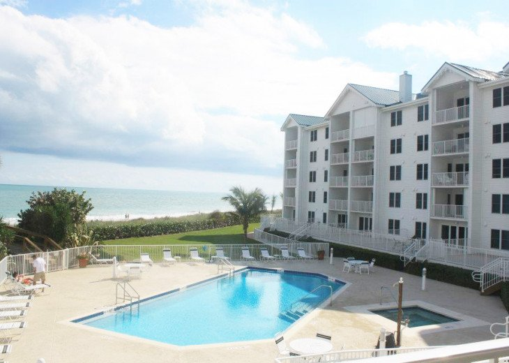 Beachfront Condo with large terrace overlooking ocean and pool #4