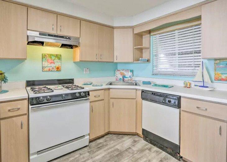 Cozy New Smyrna Beach Apartment - Steps from Beach #11