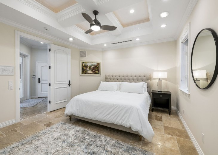 Downstairs Guest Suite - King Bed