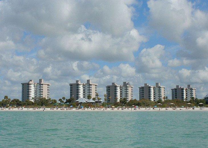 Luxurious Beach and Tennis Studio-Bikes, Two Pools, Tennis! Across from beach! #13