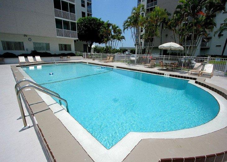 Luxurious Beach and Tennis Studio-Bikes, Two Pools, Tennis! Across from beach! #18