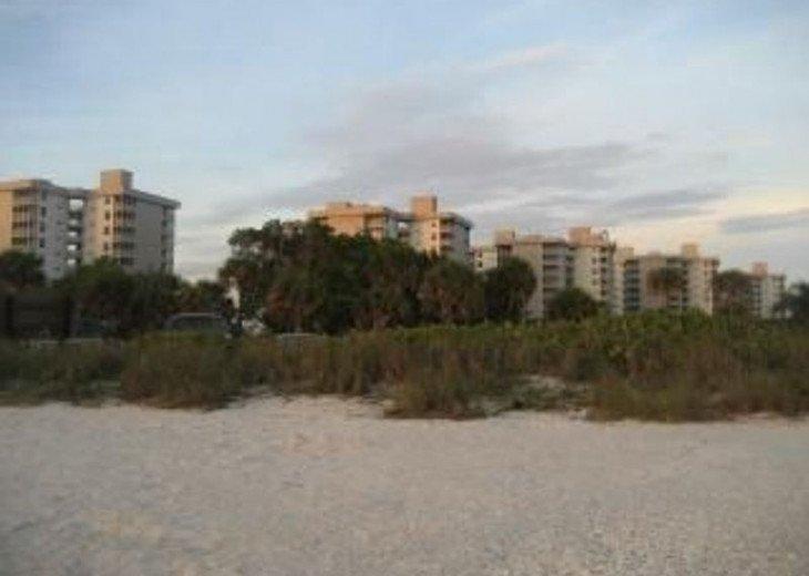 Luxurious Beach and Tennis Studio-Bikes, Two Pools, Tennis! Across from beach! #15