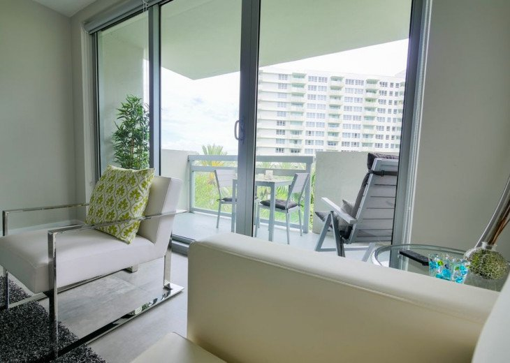 Top Location - Modern and newly renovated - Water View #4