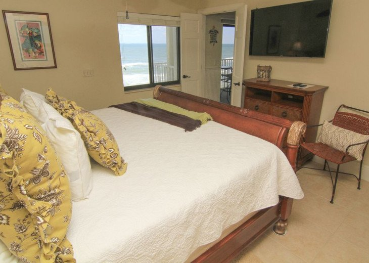 Sunrise Paradise, 2/2 Updated Corner Condo, Oceanfront, No-Drive Beach!. #5