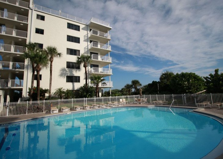 Palm and Sea Vista, Updated 2/2, Beach and Pool Views from Corner Balcony #32