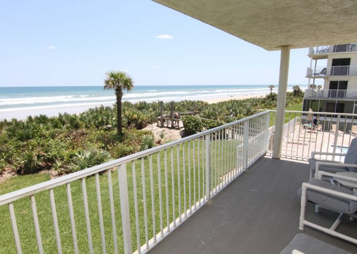 Palm and Sea Vista, Updated 2/2, Beach and Pool Views from Corner Balcony #3