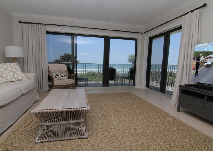 Palm and Sea Vista, Updated 2/2, Beach and Pool Views from Corner Balcony #10