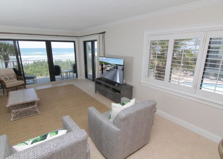 Palm and Sea Vista, Updated 2/2, Beach and Pool Views from Corner Balcony #9