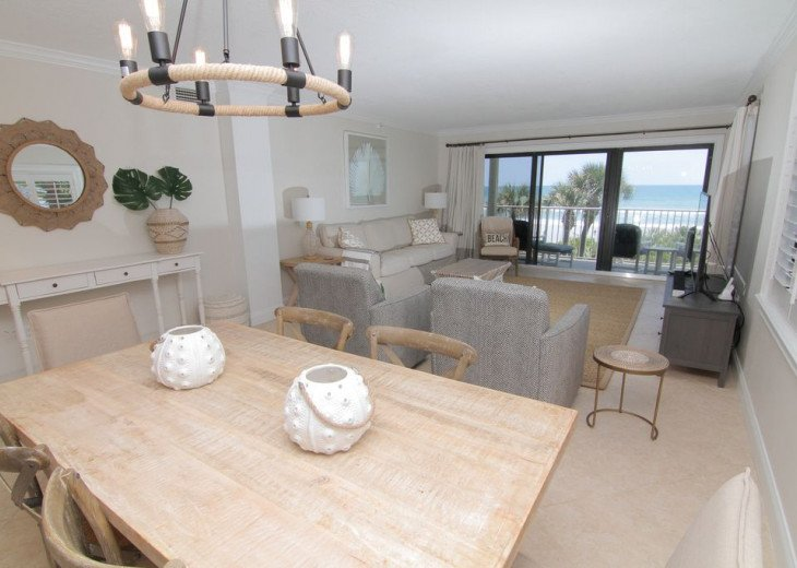Palm and Sea Vista, Updated 2/2, Beach and Pool Views from Corner Balcony #11