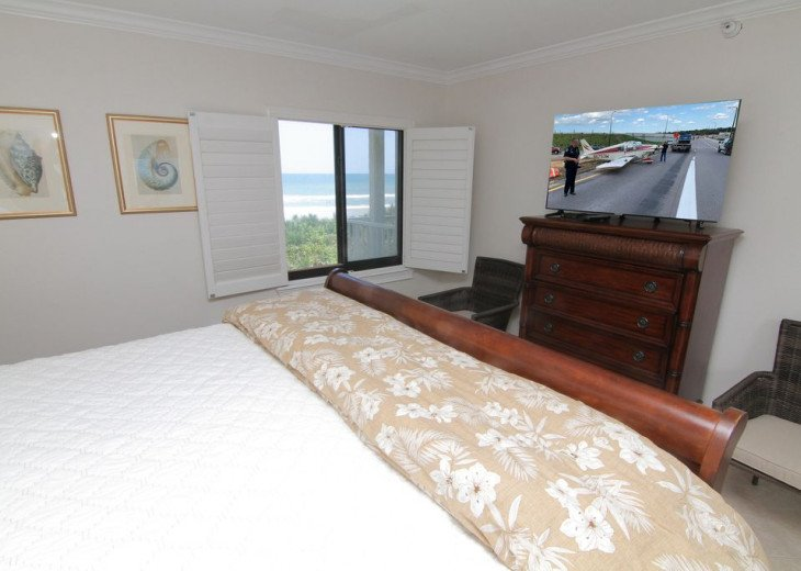 Palm and Sea Vista, Updated 2/2, Beach and Pool Views from Corner Balcony #2