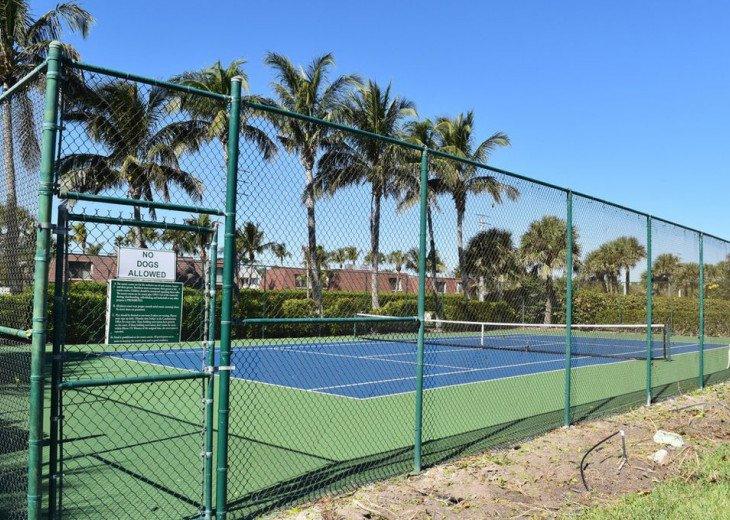 2 tennis Courts