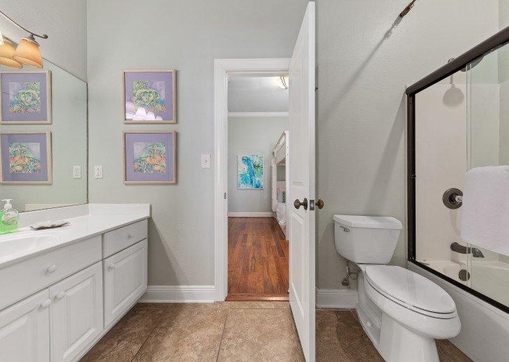 Jack 'n Jill full bathroom to bunk room and King bedroom level 3