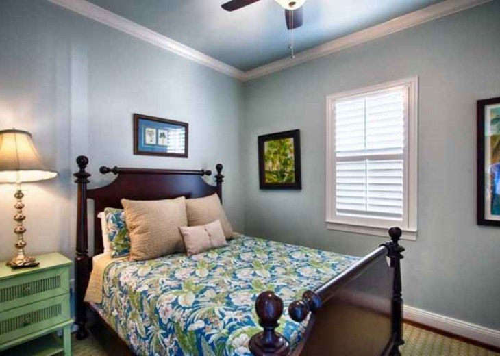 Queen bedroom with view of Gulf of Mexico