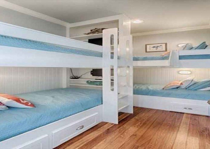 Custom bunk room with 4 twin beds & 4 flat screen tv's second level (sleeps 4)