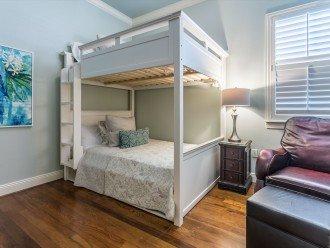 Full Size Bunk beds from Pottery Barn. Jack 'n Jill bath. Third level (Sleeps 2)