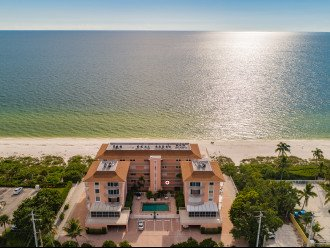 Hickory Shores is a small community of 22 beach front apartments.