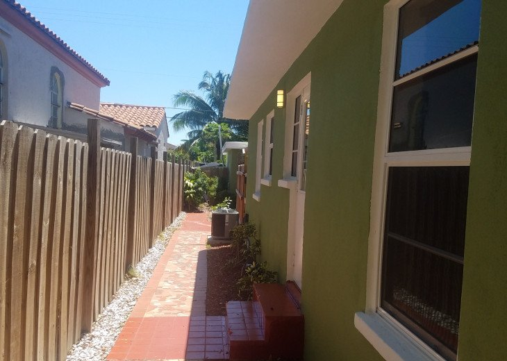 Lovely Furnished 1/1 Garden Apt - Private Parking & Utilities Included #3