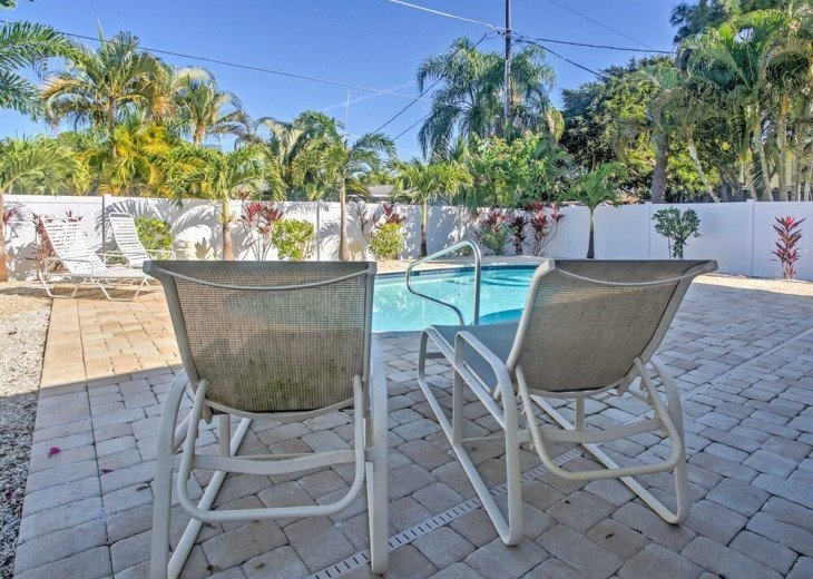 FABULOUS NEWER HOME with new heated pool - 2500 ft away from 3 Beaches!!! #20