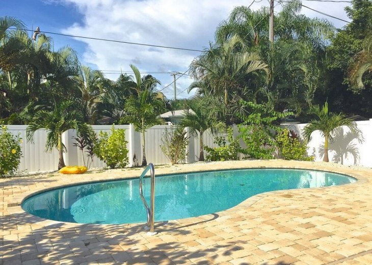 FABULOUS NEWER HOME with new heated pool - 2500 ft away from 3 Beaches!!! #17