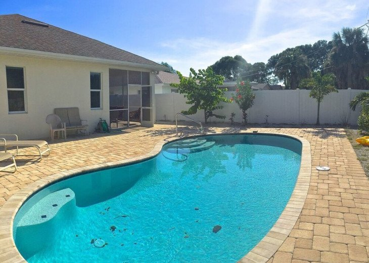 FABULOUS NEWER HOME with new heated pool - 2500 ft away from 3 Beaches!!! #2