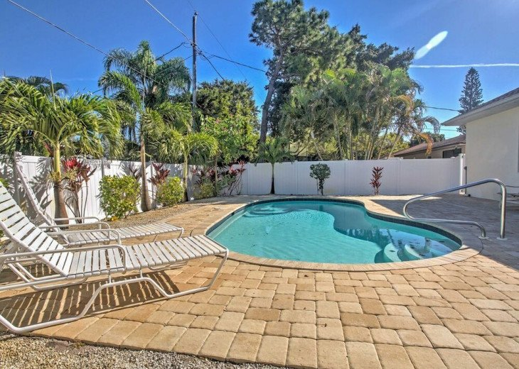 FABULOUS NEWER HOME with new heated pool - 2500 ft away from 3 Beaches!!! #1
