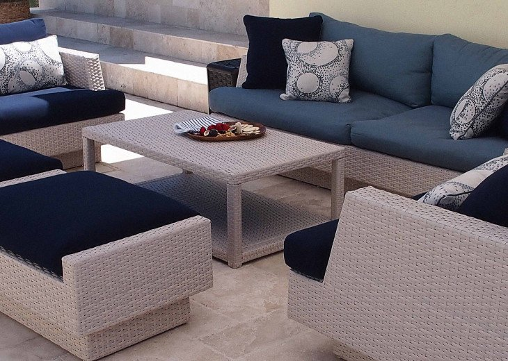 Comfy lounging in the shade or sun thanks to retractable awning