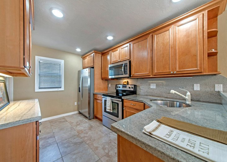 Enjoy the well-appointed Kitchen with stainless-steel appliances!