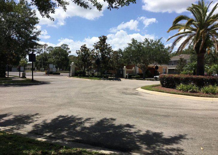 Lovely 4 BR 2.5 bath townhouse with lakeview in a gated community near Disney #30