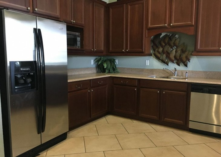 Lovely 4 BR 2.5 bath townhouse with lakeview in a gated community near Disney #8