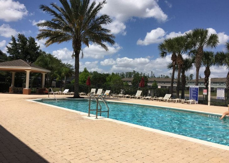 Lovely 4 BR 2.5 bath townhouse with lakeview in a gated community near Disney #14