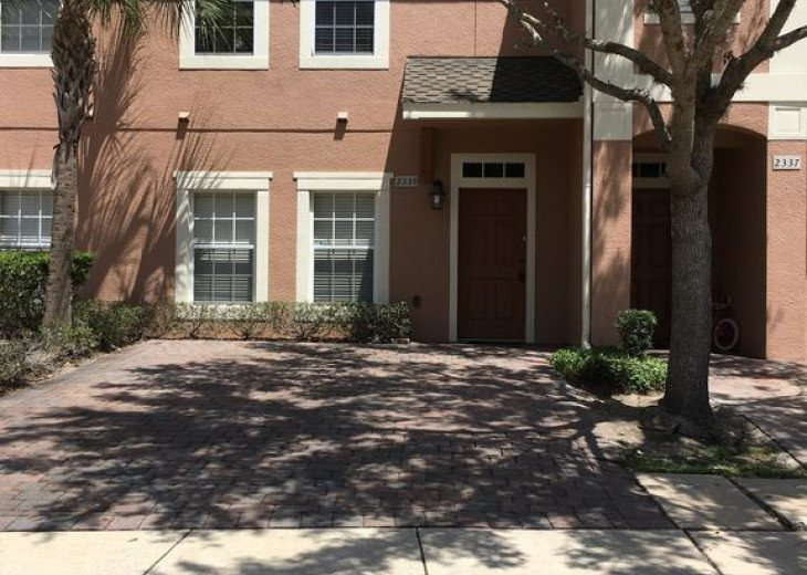 Lovely 4 BR 2.5 bath townhouse with lakeview in a gated community near Disney #2