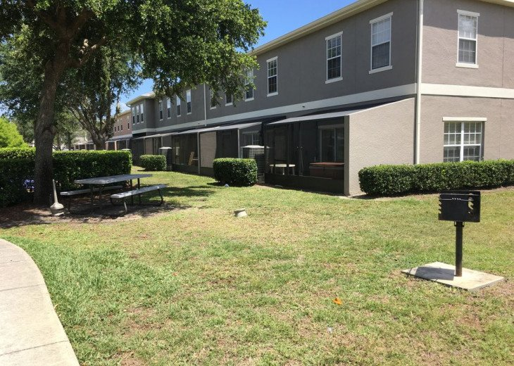 Lovely 4 BR 2.5 bath townhouse with lakeview in a gated community near Disney #11