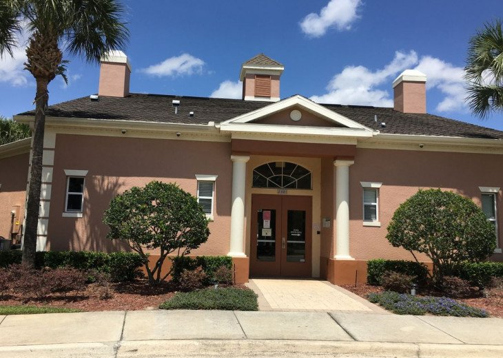 Lovely 4 BR 2.5 bath townhouse with lakeview in a gated community near Disney #6