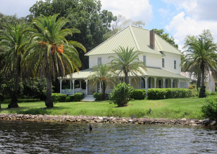 Holiday Cottage on Lake Conley #117