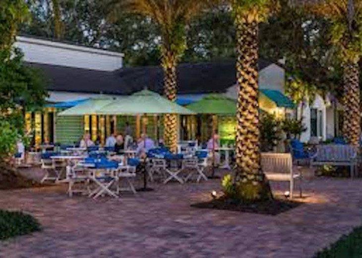 Outdoor cafe, breakfast, lunch, dinner in Vero