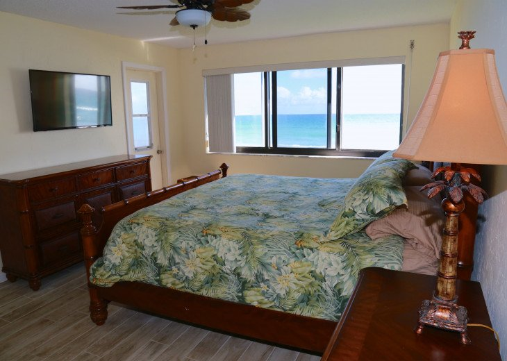 Master bedroom with oceanviews and new TV