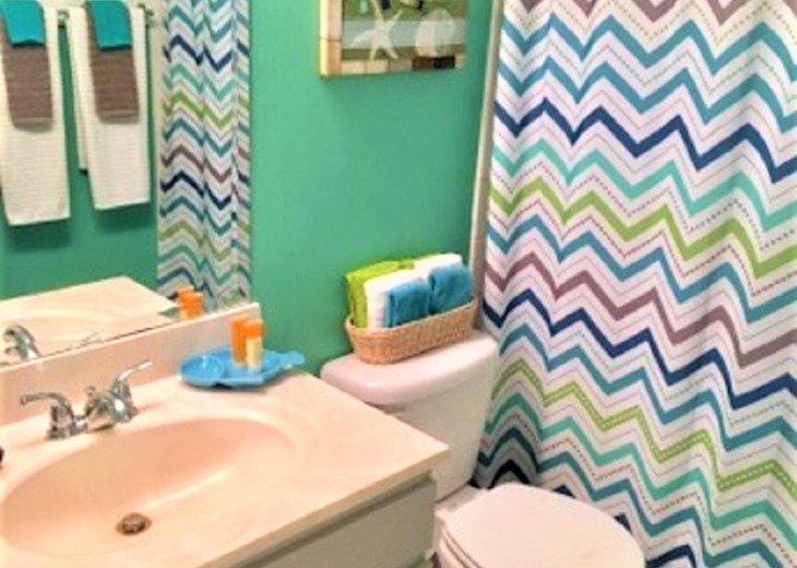 Guest Bathroom w Tub/Shower