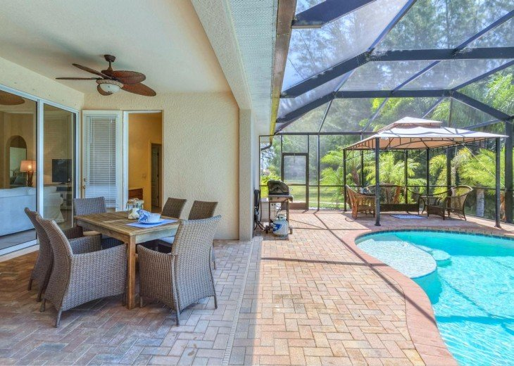 4 Bedroom and 2 Bathroom Home with heated Pool on Water SOUTH FACING #5