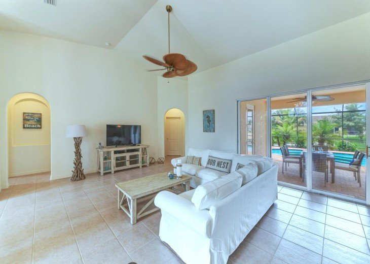 4 Bedroom and 2 Bathroom Home with heated Pool on Water SOUTH FACING #10