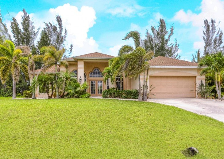 4 Bedroom and 2 Bathroom Home with heated Pool on Water SOUTH FACING #18
