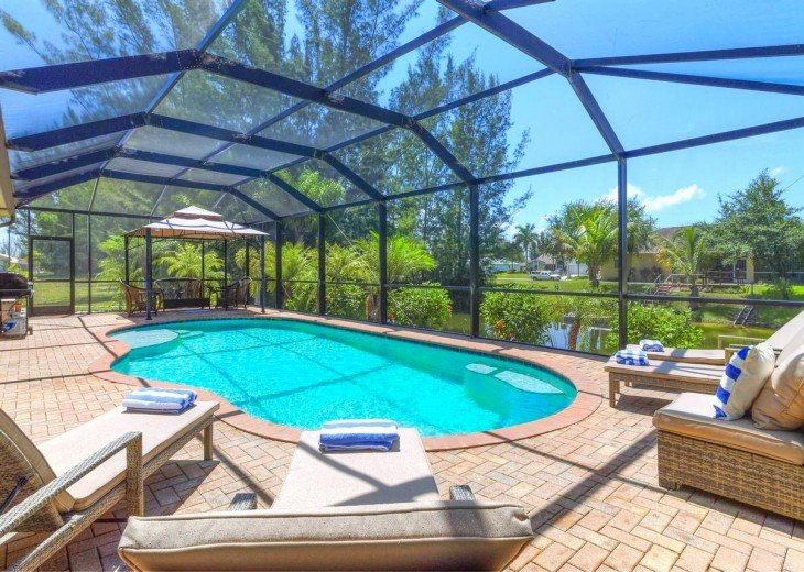 4 Bedroom and 2 Bathroom Home with heated Pool on Water SOUTH FACING #7