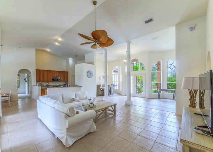 4 Bedroom and 2 Bathroom Home with heated Pool on Water SOUTH FACING #9