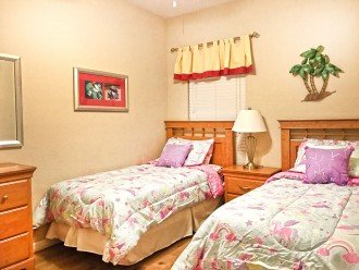 The 3rd bedroom with 2 full size twin beds