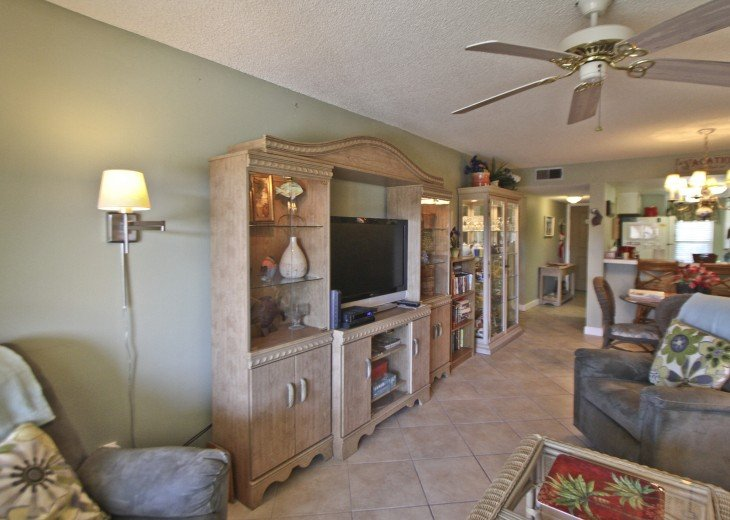 #309 Tropical Suite 2BD/2BA family friendly condo in non-driving beach zone #9