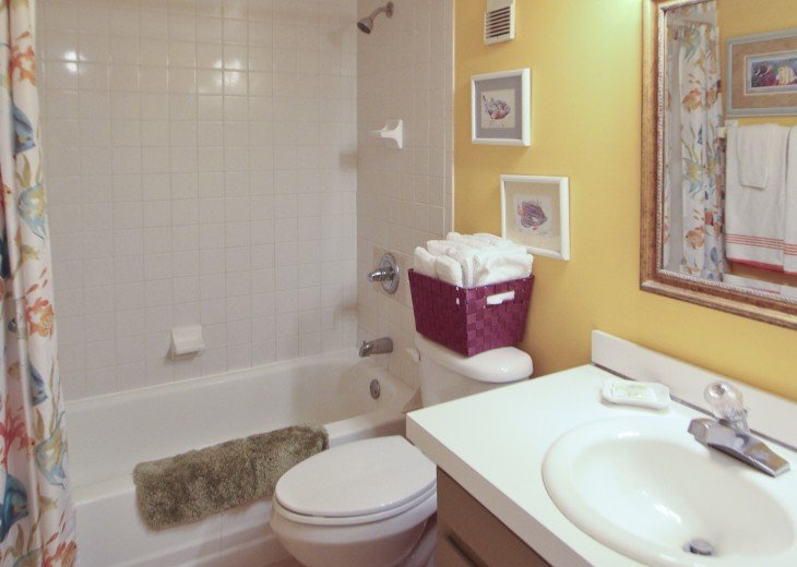 #309 Tropical Suite 2BD/2BA family friendly condo in non-driving beach zone #20